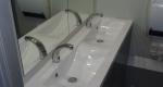 luxusní splachovací mobilní toalety, sanitární přívěs XL, interiér - umyvadlo, pronájem Štefek